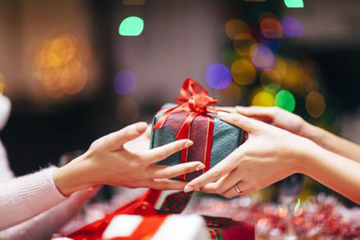 Tặng quà, nhận quà